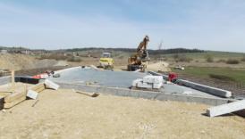 Czytaj więcej o: W Długopolu powstaje nowy most (zdjęcia)