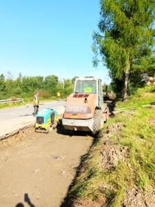 Roboty budowlane na odcinku drogi 1668K w Skawie